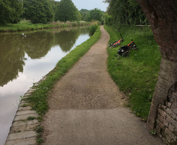 Canal tow path nr Friesland Cl