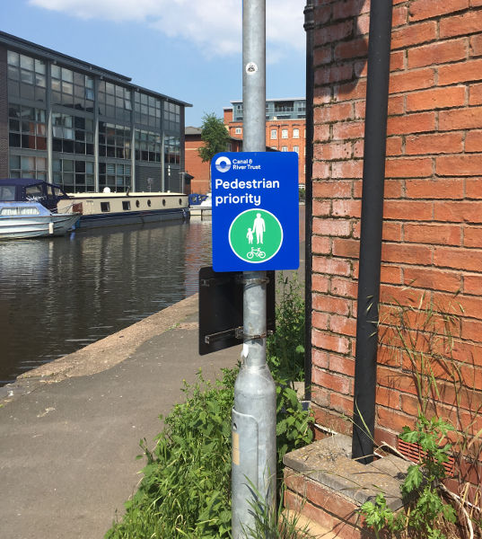 Better sign for use on Diglis footbridges